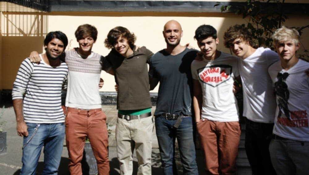 Rami (center) pictured with the band One Direction.