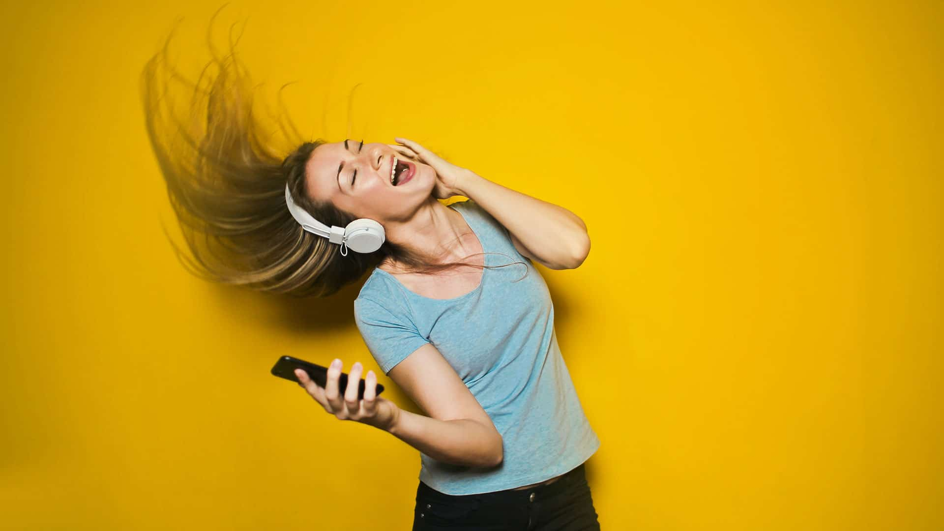 Image of women listning to music. Use Dirac for streaming audio.